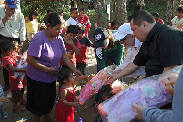 Daryl and Father Ulysses handing out toys in El Ocote outside Matagalpa, Nicaragua